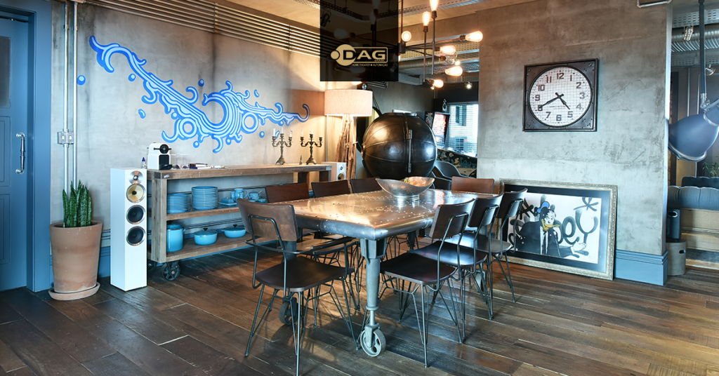 Sala de jantar com som ambiente composto por caixas B&W CM8 e amplificação Rotel Hi-fi | DAG Brasil